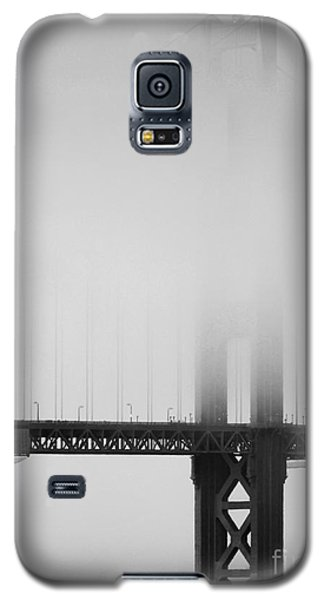 Fog At The Golden Gate Bridge 4 - Black And White Galaxy S5 Case