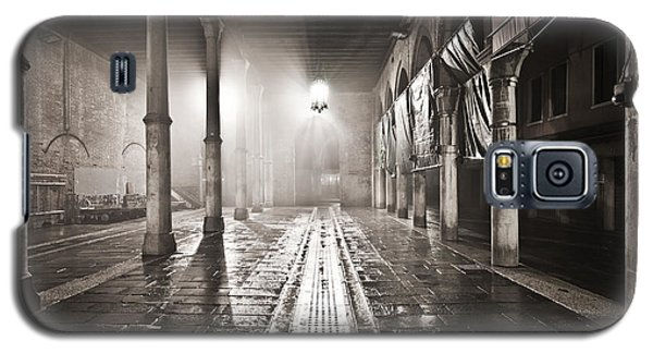Fog In The Market Galaxy S5 Case