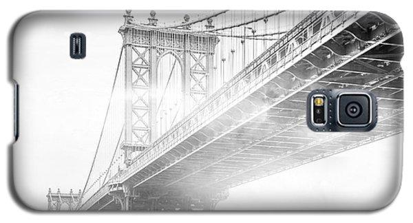 Fog Under The Manhattan Bw Galaxy S5 Case