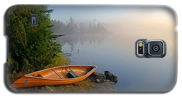 Landscapes Galaxy S5 Case - Foggy Morning On Spice Lake by Larry Ricker