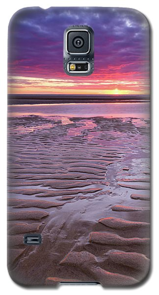 Folds In The Sand - Vertical Galaxy S5 Case