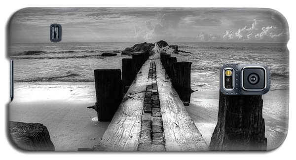 Folly Beach Pilings Charleston South Carolina In Black And White  Galaxy S5 Case