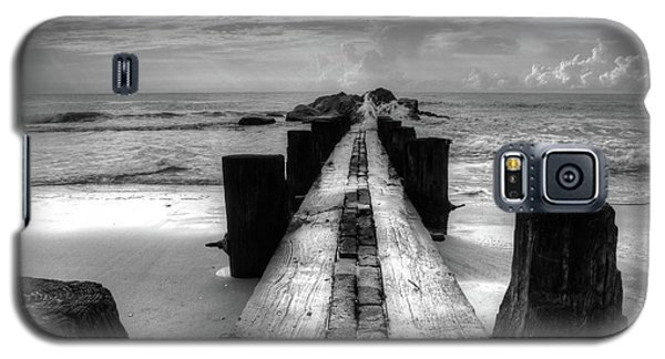 Folly Beach Pilings Charleston South Carolina In Black And White  Galaxy S5 Case