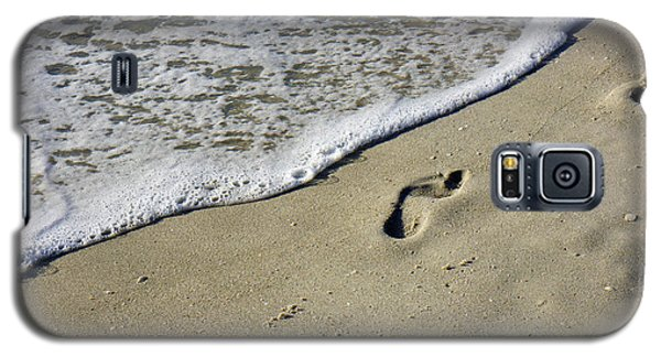 Footprints On The Beach Galaxy S5 Case