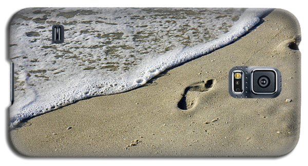 Footprints On The Beach Galaxy S5 Case by Robb Stan