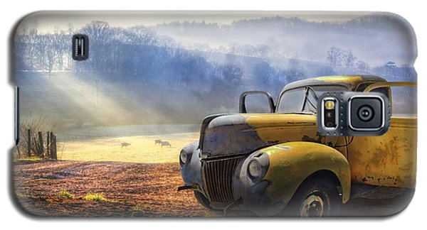Truck Galaxy S5 Case - Ford In The Fog by Debra and Dave Vanderlaan