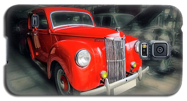 Galaxy S5 Case featuring the photograph Ford Prefect by Charuhas Images