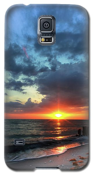Galaxy S5 Case featuring the photograph Forever In The Heart by Everett Houser