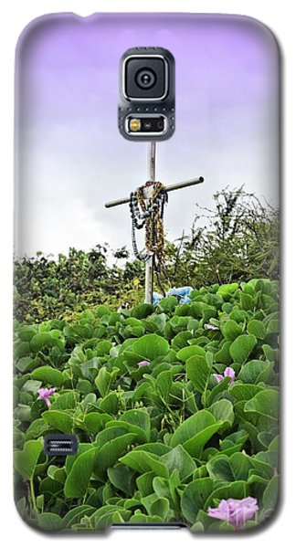 Galaxy S5 Case featuring the photograph Forget Me Not by DJ Florek