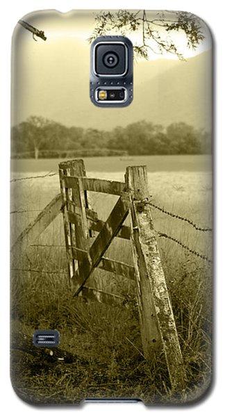 Landscape Galaxy S5 Case - Forgotten Fields by Holly Kempe