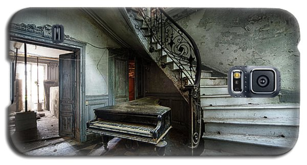 The Sound Of Decay - Abandoned Piano Galaxy S5 Case by Dirk Ercken