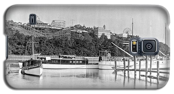 Galaxy S5 Case featuring the photograph Fort George Amusement Park by Cole Thompson