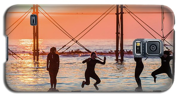 Four Girls Jumping Into The Sea At Sunset Galaxy S5 Case