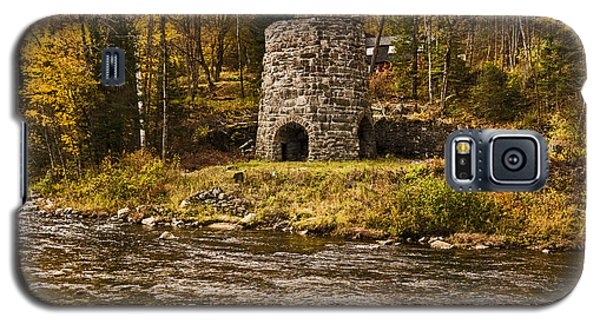 Galaxy S5 Case featuring the photograph Franconia Fall by Anthony Baatz