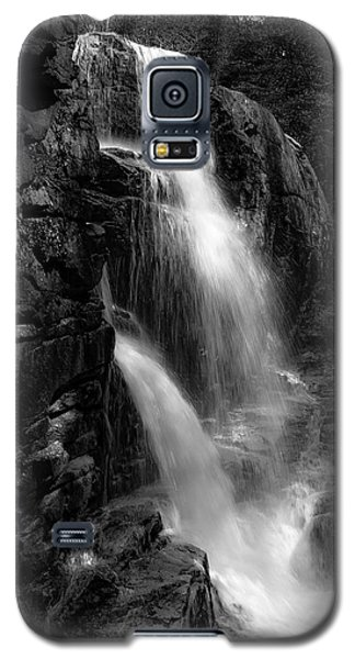 Galaxy S5 Case featuring the photograph Franconia Notch Waterfall by Jason Moynihan