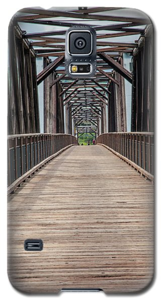 Galaxy S5 Case featuring the photograph Fraser River Footbridge by Jacqui Boonstra