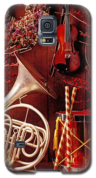 Drum Galaxy S5 Case - French Horn Christmas Still Life by Garry Gay