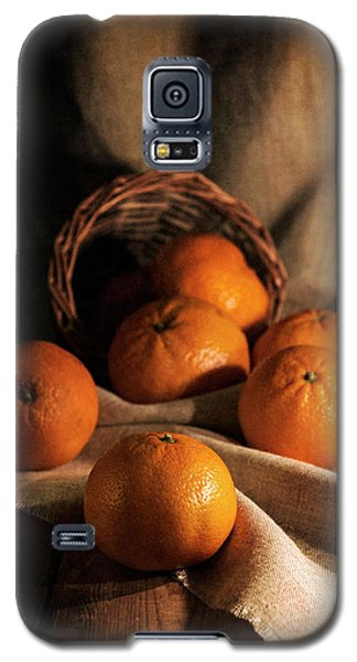 Galaxy S5 Case featuring the photograph Fresh Tangerines In Brown Basket by Jaroslaw Blaminsky