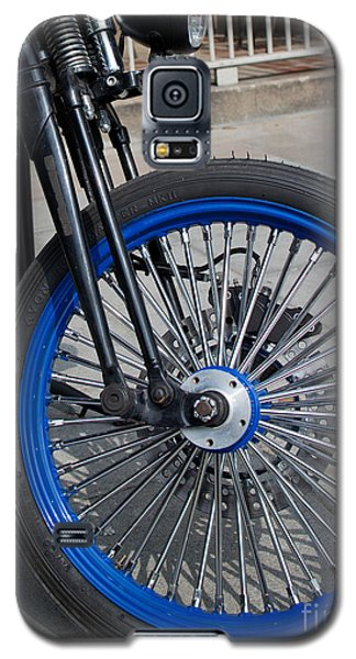 Front Wheel With Blue Rims And Fat Chrome Spokes Of Vintage Styl Galaxy S5 Case by Jason Rosette