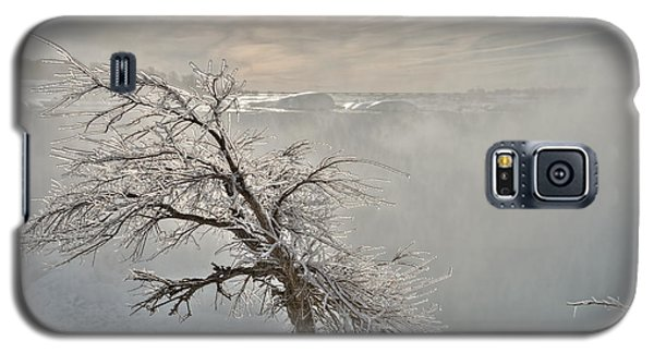Galaxy S5 Case featuring the photograph Frostbite by Sebastien Coursol