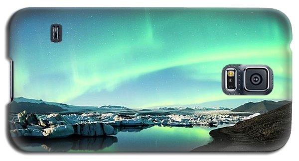 Galaxy S5 Case featuring the photograph Frozen Auroras by Brad Scott