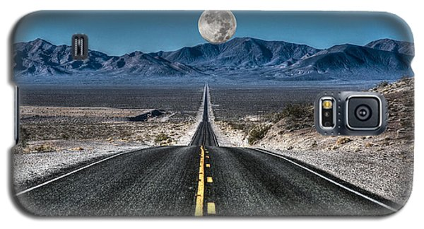 Full Moon Over Death Valley Galaxy S5 Case by Donna Kennedy