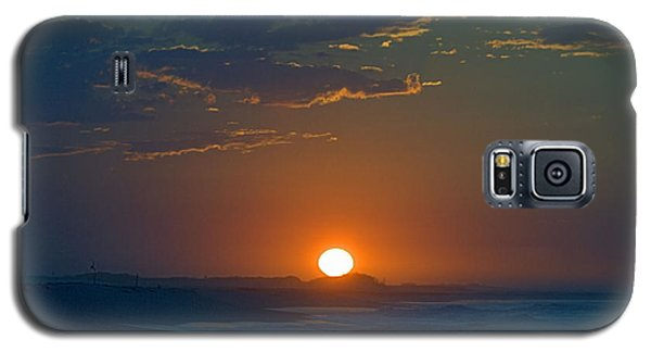 Galaxy S5 Case featuring the photograph Full Sun Up by  Newwwman