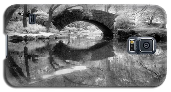 Gapstow Bridge Ir H Galaxy S5 Case by Dave Beckerman