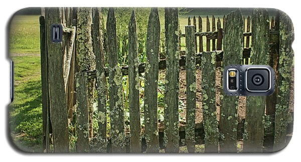 Galaxy S5 Case featuring the photograph Garden - Fence by Nikolyn McDonald