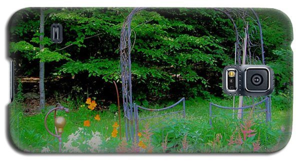 Galaxy S5 Case featuring the photograph Garden Gate by Susan Carella