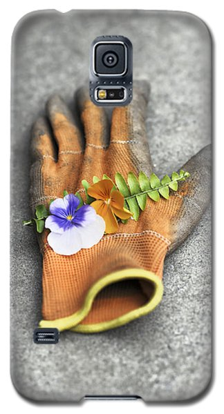 Garden Glove And Pansy Blossoms1 Galaxy S5 Case