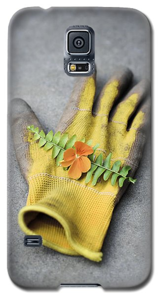 Garden Glove And Pansy Blossom2 Galaxy S5 Case
