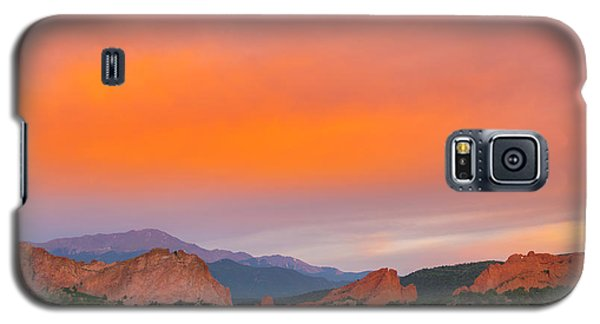 Galaxy S5 Case featuring the photograph Garden Of The Gods Sunset by Tim Reaves