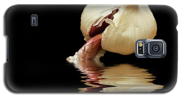 Galaxy S5 Case featuring the photograph Garlic Cloves Of Garlic by David French