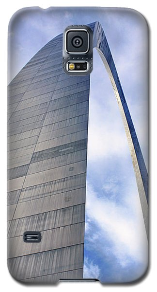 Galaxy S5 Case featuring the photograph Gateway Arch - Grace - Saint Louis by Nikolyn McDonald