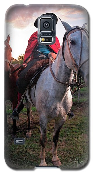 Galaxy S5 Case featuring the photograph Gaucho Argentino by Bernardo Galmarini