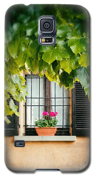Galaxy S5 Case featuring the photograph Geraniums On Windowsill by Silvia Ganora