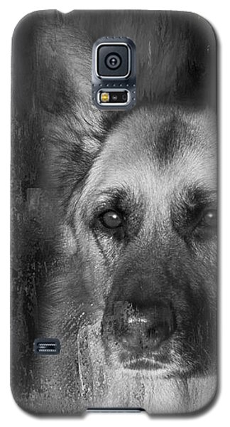 German Shepherd In Black And White Galaxy S5 Case by Eleanor Abramson