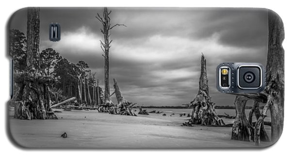 Ghosts Of Giants Above The Sand - Bw Galaxy S5 Case