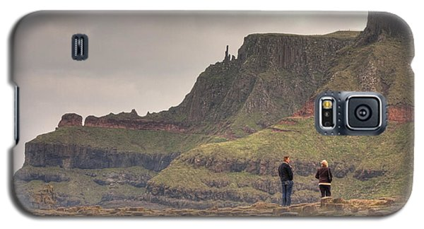 Galaxy S5 Case featuring the photograph Giants Causeway by Ian Middleton