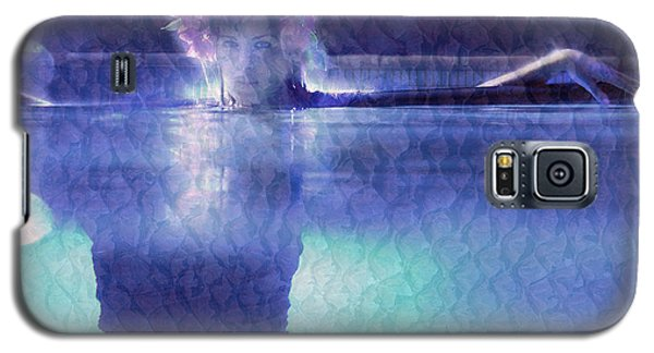 Girl In Pool At Night Galaxy S5 Case by Michael Edwards