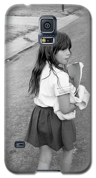 Girl Returns Home From School, 1971 Galaxy S5 Case
