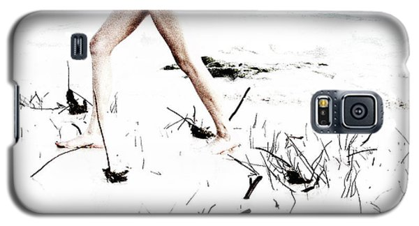 Girl Walking On Beach Galaxy S5 Case