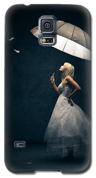Girl With Umbrella And Falling Feathers Galaxy S5 Case by Johan Swanepoel