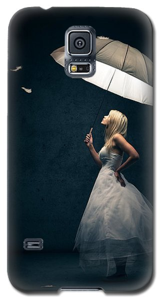 Galaxy S5 Case - Girl With Umbrella And Falling Feathers by Johan Swanepoel