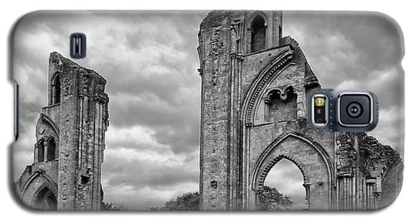 Galaxy S5 Case featuring the photograph Glastonbury Abbey by Elvira Butler
