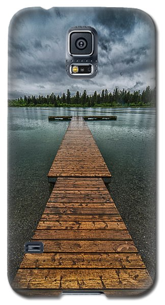 Galaxy S5 Case featuring the photograph Gloomy Rainy Day On Norbury Lake by Darcy Michaelchuk