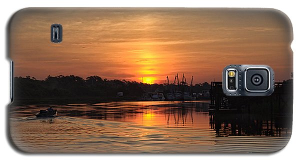 Glory Of The Morning On The Water Galaxy S5 Case