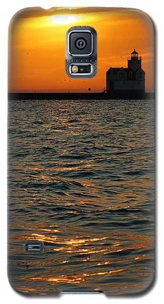Gold On The Water Galaxy S5 Case