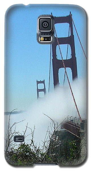 Golden Gate Bridge Towers In The Fog Galaxy S5 Case by Bonnie Muir